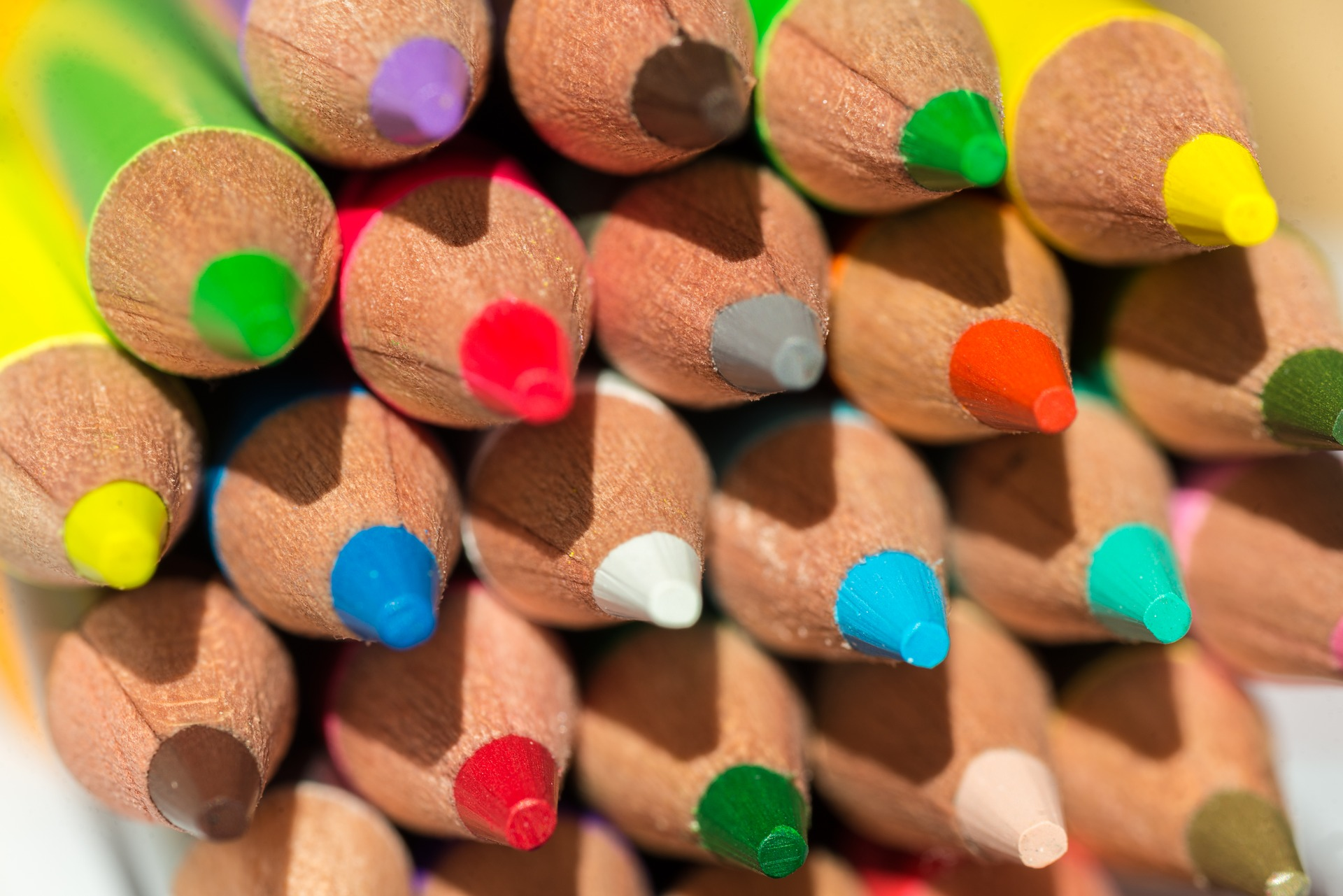 colored-pencils-3869241_1920.jpg
